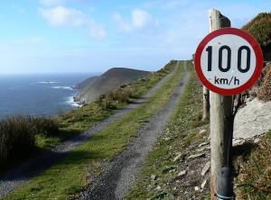 De snelheidslimiet in Ierland is niet altijd even realistisch!