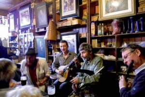 Pubsessie met traditionele Ierse muziek