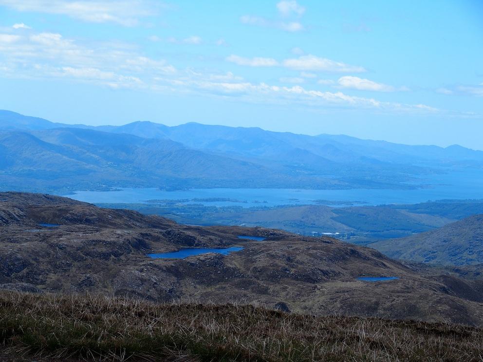 Vanaf de top heb je prachtig uitzicht over Kenmare Bay, Beara Peninsula en de Kerry Mountains