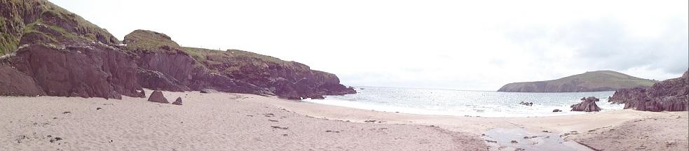 Een kleine inham met een verlaten strandje