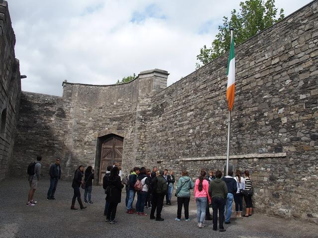 De afgesloten binnenplaats waar de leiders van de Paasopstand van 1916 geëxecuteerd zijn.
