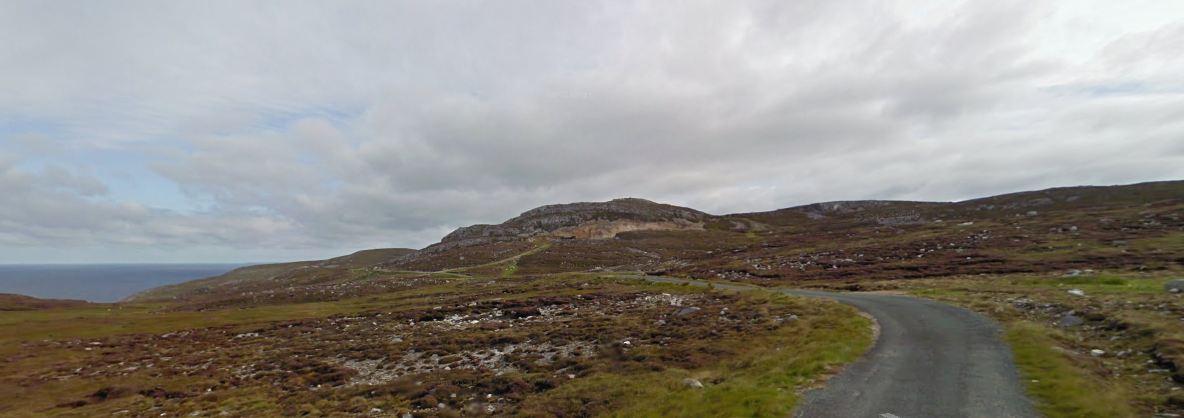 De route gaat vaak over verlaten weggetjes door het ruige binnenland.