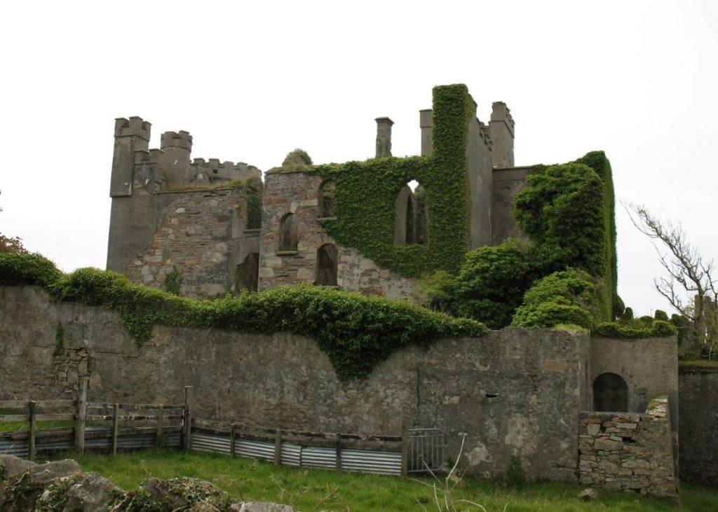 De ruïne van Clifden Castle.