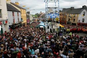 Toegestroomde massa tijdens de Puck Fair in Killorglin