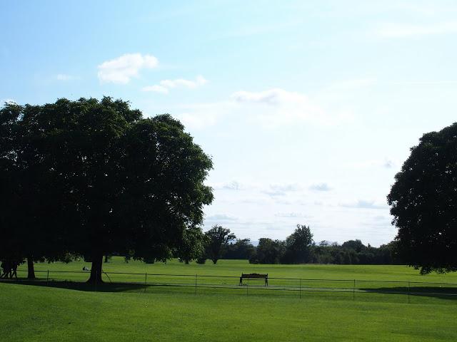 De prachtige grasvelden rond Malahide Castle nodigen uit tot een lange wandeling!