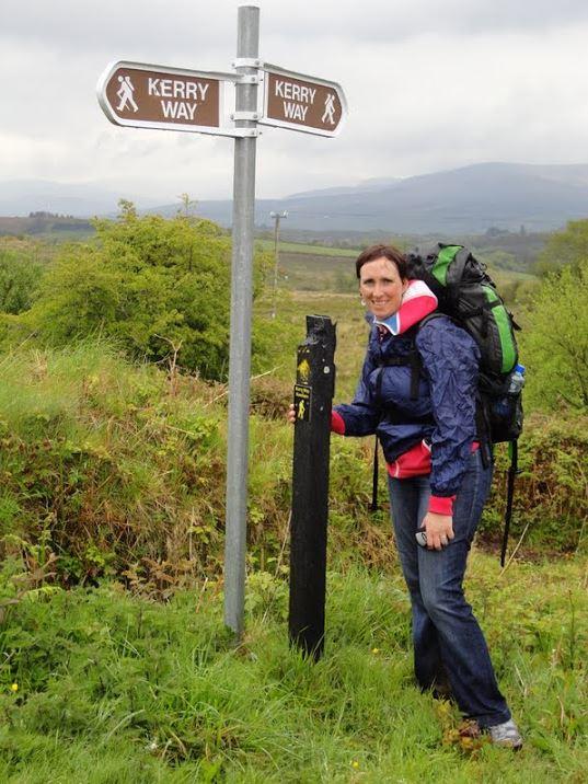 Soms kun je met behulp van een regenpak de regen nog trotseren, zoals hier, halverwege de Old Kenmare Road!