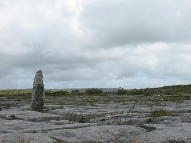 Het grijze landschap van de Burren.